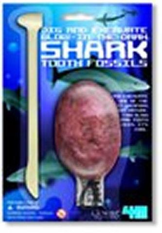 Vykopávka náhrdelníku se svítícím žraločím zubem