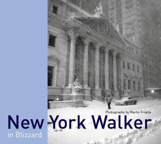 New York Walker in Blizzard /anglicky