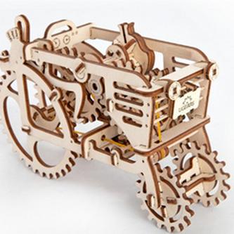 Dřevěný mechanický model Traktor