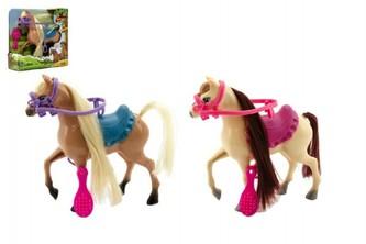 Kůň česací s doplňky plast 16cm 2 barvy v krabici 17x17x5cm