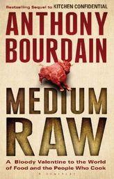 Medium Raw. Ein bisschen blutig, englische Ausgabe